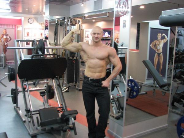 фитнес клуб тренажерный зал тренер по бодибилдингу