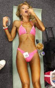 Анастасия Литвиненко соблазнительно прилегла, чтобы отдохнуть перед выходом на соревновательный подиум :)